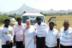 mit dem Team auf dem Weg in ein Dorf