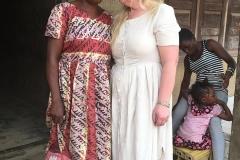 Besuch einer Witwe mit 5 Kindern, Hilfe mit Yam und anderem